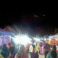 Photo taken at Pasar Malam Pekan Kg. Gajah by ♚ dilla ♚ on 12/21/2012