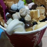 Photo taken at Menchie's Frozen Yogurt by Lilybeth L. on 6/6/2015