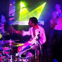 4/7/2013 tarihinde Sziyaretçi tarafından Goodfoot Pub & Lounge'de çekilen fotoğraf