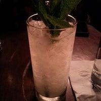 3/18/2015 tarihinde Tanya R.ziyaretçi tarafından Holiday Cocktail Lounge'de çekilen fotoğraf