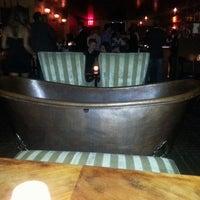 Das Foto wurde bei Bathtub Gin von Tanya R. am 7/12/2013 aufgenommen