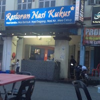 Photo taken at Restoran Nasi Kukus by Muizzudin Monaz A. on 2/12/2013