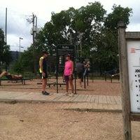 รูปภาพถ่ายที่ Memorial Park Stretching Area โดย Michael F. เมื่อ 9/28/2013