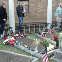 11/15/2012에 KuwaRocks님이 Elvis's Grave에서 찍은 사진