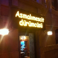 Снимок сделан в Asmalımescit Dürümcüsü пользователем Cihan E. 6/13/2013