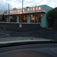 Photo taken at Fellini's Pizza by Lawrence W. on 4/25/2013