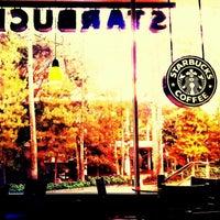 Foto diambil di Starbucks oleh Fernando M. pada 2/26/2013