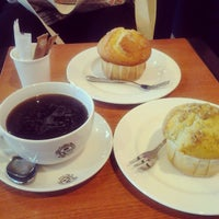 Photo taken at The Coffee Bean & Tea Leaf by Fauzia D. on 6/19/2013