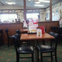 Photo taken at Friendly's Restaurant by Michael W. on 11/25/2012
