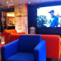 Photo taken at msnbc.com Digital Cafe by Ivan Z. on 9/24/2011