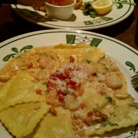 Photo taken at Olive Garden by Sean A. on 11/27/2011