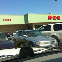 Photo taken at H-E-B by Liliana Andretti H. on 5/13/2011