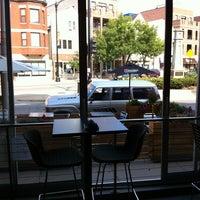 Das Foto wurde bei Tiny Lounge von Chelsea H. am 8/14/2012 aufgenommen