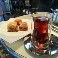 9/23/2013 tarihinde Sezgin D.ziyaretçi tarafından Fes Cafe'de çekilen fotoğraf