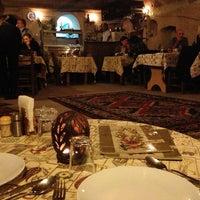 3/29/2013 tarihinde Maia E.ziyaretçi tarafından Topdeck Cave Restaurant'de çekilen fotoğraf