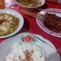 Foto tirada no(a) Sate Apjay por Budi L. em 10/17/2012