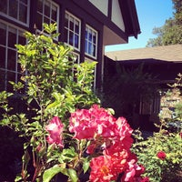 Photo taken at Woman's Club of Palo Alto by renee b. on 7/24/2013