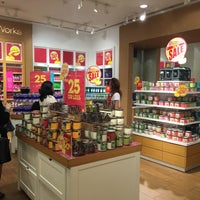 Photo taken at Bath & Body Works باث أند بادي ووركس by 'Camille N. on 1/13/2016