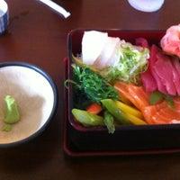 Photo prise au Domo Sushi par Edward A. le6/19/2013