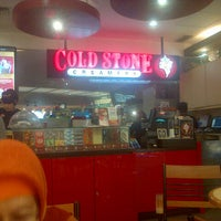 Photo taken at Cold Stone Creamery by widi b. on 10/27/2012
