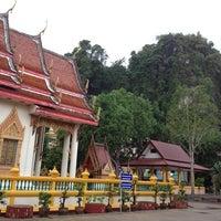 Photo taken at วัดประชุมโยธี อารามหลวง by rocktopia W. on 6/4/2014