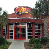 Photo taken at Red Robin Gourmet Burgers by Julio C. on 4/29/2013