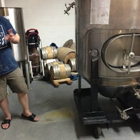 รูปภาพถ่ายที่ Lake Effect Brewing Company โดย Brett G. เมื่อ 5/16/2013