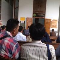 Photo taken at Pengadilan Negeri Jakarta Selatan by ⓨⓤⓓha ヅ on 2/23/2016