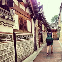 Photo taken at Bukchon Traditional Crafts Center by Marie S. on 6/13/2013