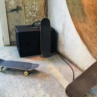 10/14/2017 tarihinde Steven 🦕 S.ziyaretçi tarafından SkateCafe'de çekilen fotoğraf