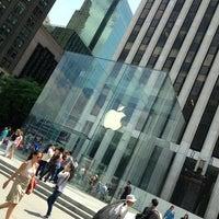 Das Foto wurde bei Apple Fifth Avenue von Ελευθέριος Σ. am 6/17/2013 aufgenommen