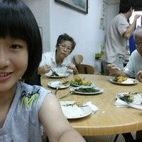 Photo taken at Golden Hill Vegetarian Restaurant (金山素食館) by Choong B. on 3/1/2014