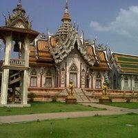 Photo taken at วัดศีรษะทอง (วัดพระราหู) Wat Sisa Thong by Thawesak L. on 10/28/2012