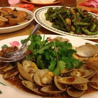 Photo taken at Weng Kee Seafood Restaurant (永记海鲜饭店) by Anelin C. on 10/26/2013