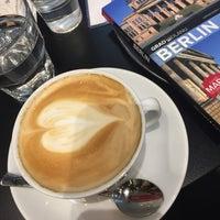Das Foto wurde bei Berlin Coffee von Bojana B. am 10/21/2016 aufgenommen
