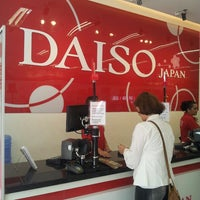 Foto tirada no(a) Daiso Japan por Silvinha F. em 4/11/2013