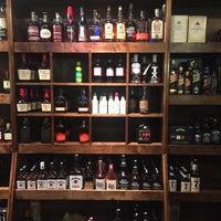 Foto tirada no(a) 1001 Wine & Spirits por 💪Jig💪 em 9/24/2016