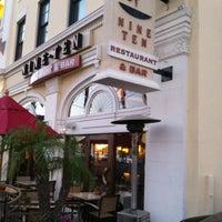 Photo prise au Nine-Ten Restaurant and Bar par Bob Q. le11/14/2012