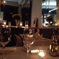 Снимок сделан в Café de Paris пользователем Sevara 11/9/2013