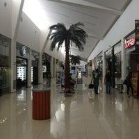 Foto tomada en Galerias Mall por Fernando H. el 3/21/2013