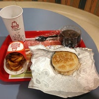 Photo taken at Arby's by Chih-Han C. on 1/13/2013