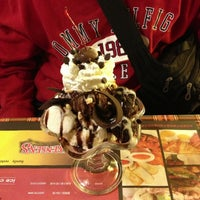 Photo taken at 雙聖 Swensen's by Chih-Han C. on 1/12/2014