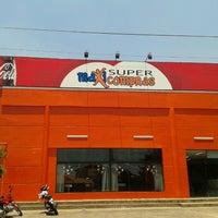 Photo taken at Maxi compras (supermercado) by Bruz B. on 2/5/2013