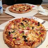 12/27/2012 tarihinde Gözen K.ziyaretçi tarafından Domino's'de çekilen fotoğraf
