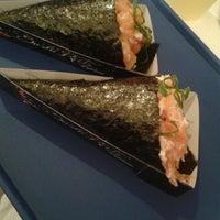 Foto tirada no(a) Sushi Roots Express por Rafael R. em 8/9/2013