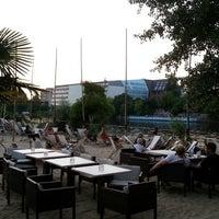 Das Foto wurde bei Sage Restaurant & Beach von Sylvain L. am 7/8/2013 aufgenommen