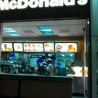 Foto tirada no(a) McDonald's por Franselma P. em 2/10/2013