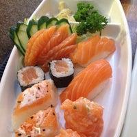 Foto tirada no(a) Jow Sushi Bar por Karina R. em 9/11/2014