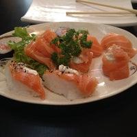 Foto tirada no(a) Jow Sushi Bar por Karina R. em 7/31/2014