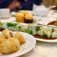 Photo taken at Golden Court Abalone Restaurant 黃金閣鮑翅海鮮酒家 by Michael W. on 5/28/2017